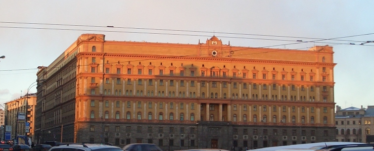 [aktualisiert 20:47] Im FSB-Gebäude schoß eine unbekannte Person  mit einer automatischen Waffe