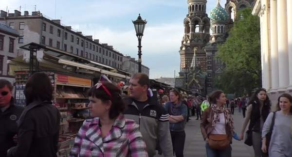 Lewada: Russen betrachten die USA, die Ukraine und Großbritannien als feindlich