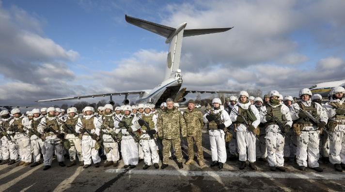 Poroschenko wird Fallschirmjäger an die Grenze zu Russland verlegen