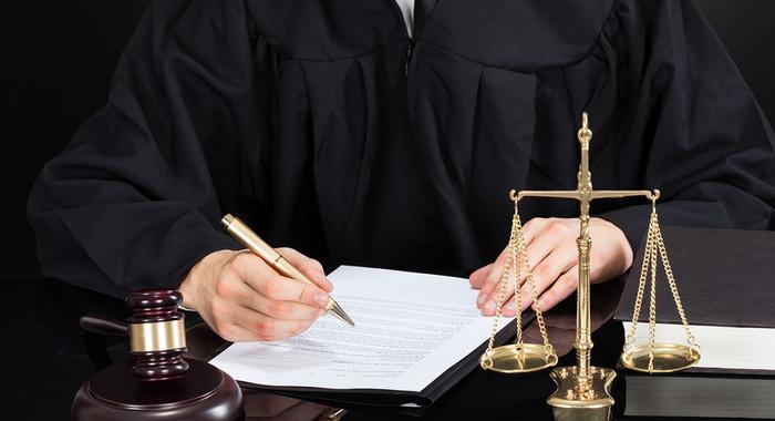 Föderationsrat verabschiedete Gesetze über NS-Symbole, Speicherung personenbezogener Daten, vorinstallierte Software und Drohnenabschüsse