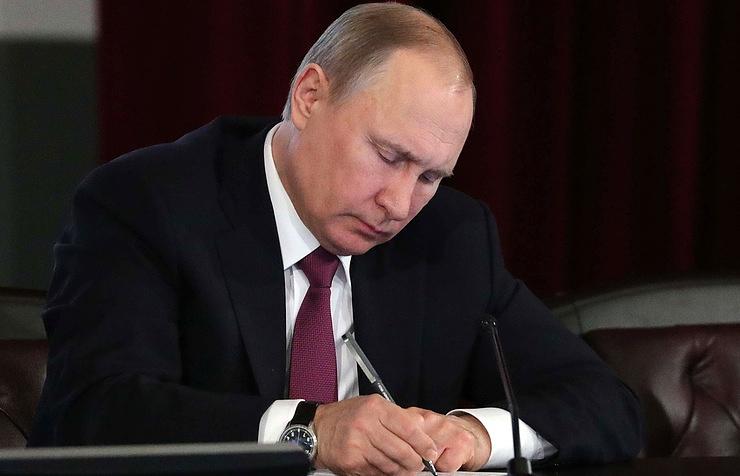 Putin unterzeichnet das Gesetz über die Aussetzung des INF