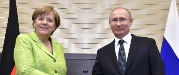 Putin und Merkel diskutieren über Ukraine, Situation in Syrien und Libyen