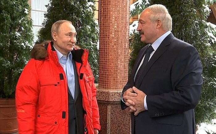 Putin und Lukaschenko sprechen über eine Stunde unter vier Augen