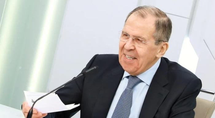 """Lawrow: Neuigkeiten über Nawalnys Doppelvergiftung sind """"lustig zu lesen"""""""