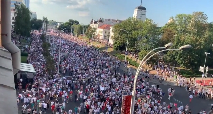 Umfrage: Russlands Position während der Proteste verändert Einstellung der Belarussen zum großen Nachbarn