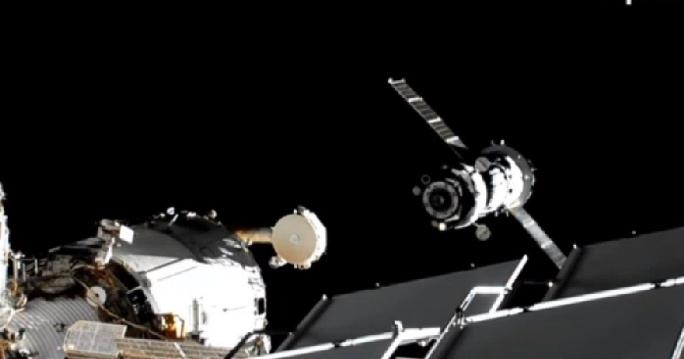 Der erste Spielfilm im Weltraum: russisches Drehteam an ISS angedockt