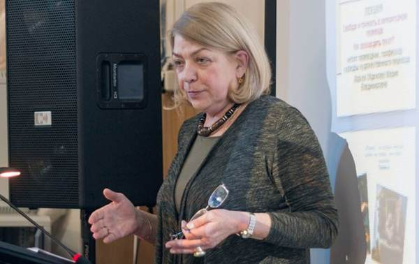 """""""Keine Kultbücher mehr"""": Professorin für Literaturübersetzung Maria Zorkaja"""